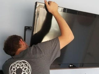 Монтаж телевизоров на стену. TV LCD, LED, плазменные. Кронштейны ТВ