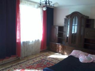 Сдам свою 2-комн. квартиру с разд. комн. в центре у моря, Шевченко пр.