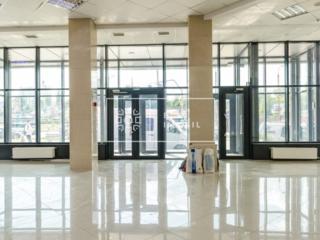 Spațiu Comercial de închiriat cu o suprafață de 200 m2 cu geamuri ...