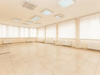 Se oferă în chirie oficiu amplasat în sec. Centru pe str. Bănulescu ..