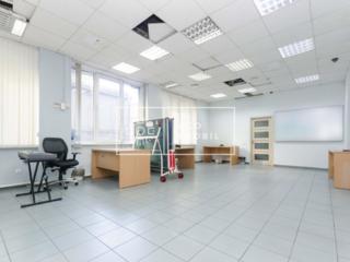 Spre chirie oficiu pe str. Alexandr Pușkin, sec. Centru. Facilități: .