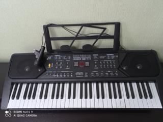 Продам новый синтезатор, 61 клавиша. Уступлю.