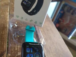 Смарт часы-фитнес браслет. Цветной дисплей. новый с магазина. В коробке.