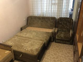 Продаётся мягкий раскладной диван с двумя креслами