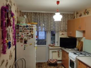 Продается просторная 3-комнатная квартира с пристройками.