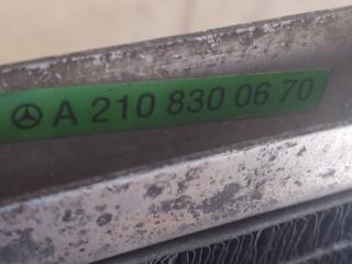 Радиатор кондиционера-климы на 210 Мерседес оригинал.