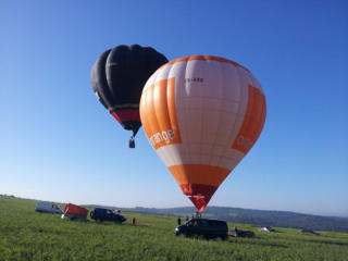 O călătorie turistică cu balonul cu aer cald!