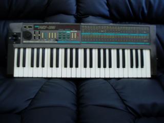 Куплю синтезатор или клавишный инструмент советских времен.