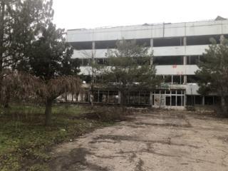 Продается четырехэтажное здание требующее ремонта