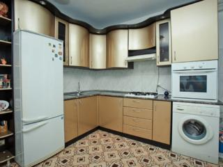 Se ofera spre vinzare apartament spatios cu 3 odai in sectorul ...