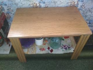 Продам письменный стол и журнальный столик