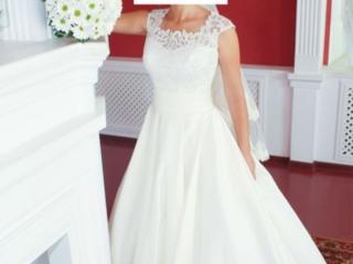 Красивое платье айвори
