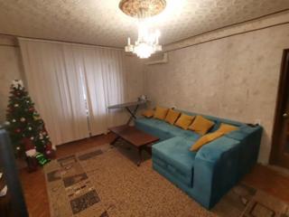 Apartament cu cinci odai, Russo, prima linie!