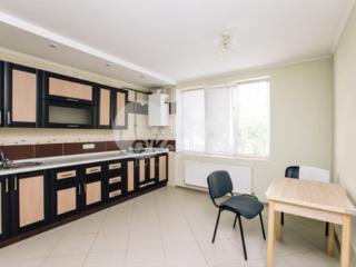 Se oferă spre vânzare apartament poziționat în 2 nivele. Blocul ...