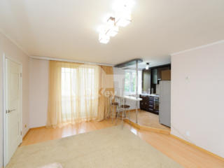 Se oferă spre vânzare apartament în regiunea centrală a orașului. ...