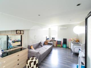 Se oferă spre vânzare apartament cu 2 camere. Locuința are ...