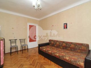 Se oferă spre vânzare apartament cu 2 camere situat în centrul ...