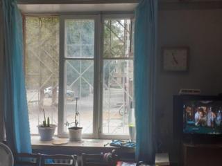 """1-комнатная, 1/4 эт. Центр. ул. Мира. Напротив парка """"Победа""""."""