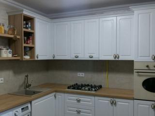 Можете приобрести кухню хорошую. Шкафы, стенки.