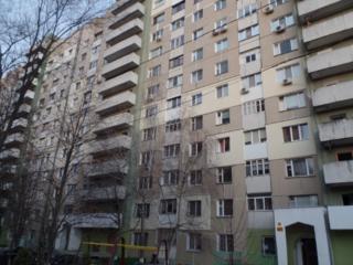 Московский, 2-комнатная, 3-й этаж, 53 м2, 2 балкона, отличное место!