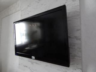 Телевизор 42дюйма.