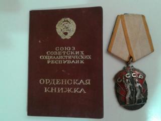 Продаю значки медали