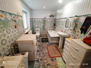 Продам 2-этажный дом в Парканах. Участок 14 соток.