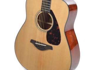 Продам новую гитару дредноут YAMAHA FG800 с футляром, массив ель.