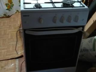 Продам газ--плиту+железную дверь + межкомнатная дверь б/у