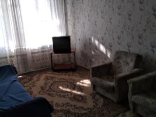 2-комнатная, 4/10 эт. 50/ 29/ 7 м2. Лоджия. 143 серия. Балка.