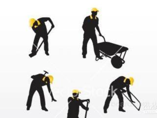 Бригады рабочих предлагают свои услуги.