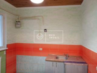 Se vinde apartament la sol cu 2 camere, amplasat în sect. Centru, ...