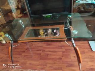 Продаю стол размер 140 * 80,ножки из нержавейки, плита стекло толстое.
