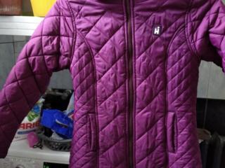 Продам качественную курточку на девочку 12-14 лет