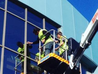 Spălarea geamurilor și fațadelor la orice înălţime!