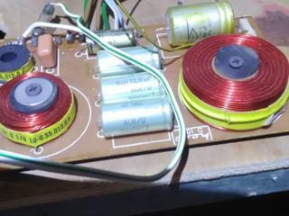Продам корпуса акустики Симфония+два СЧ динамика Tesla Westra 600 р
