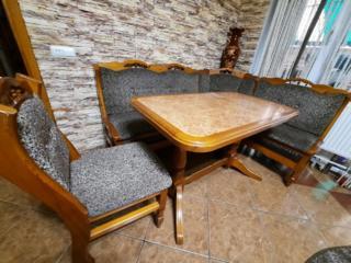 В комплекте 3 стула -уголок и стол