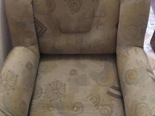 БОЛЬШОЕ раскладное кресло одно и 2 кресла не раскладные.