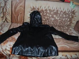 Продаются отличные женские весенние куртки размер 50-52 - по 50 рублей