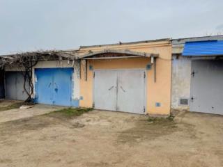 Продается капитальный гараж в центре Днестровска.