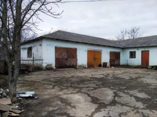 Продаётся 3 гаража, 100м2, в центре с. Стурзовка