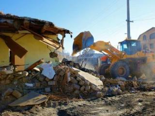 Услуги спецтехники снос демонтаж строений очистка участков территории дост