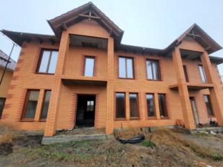 Продается дом типа дуплекс, общая площадь 180 м2 каждый. Дом новый!