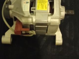 Продам двигатель от стиралки идезит аристон