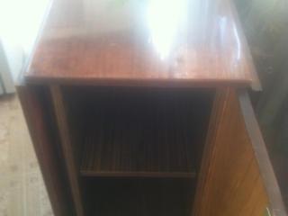 Стол книжку c боковыми нишами для посуды