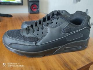 Продам чёрные кроссовки. 43-44 размер