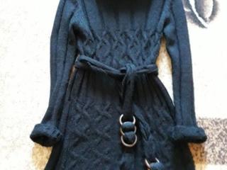 Платье черное вязанное.