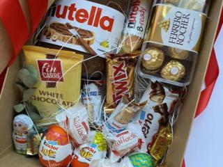 Подарок коробка сладостей на ваш вкус!