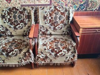 2 кресла с накидками и тумбочка, СССР