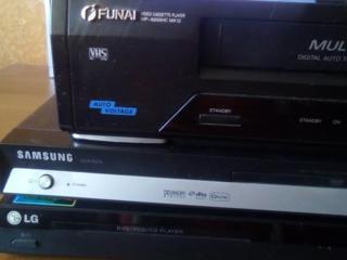 Продам кассетный магнитофон Фунай и два дивиди Самсунг и лж